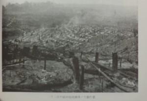 二千六百年植林地焼払後の穴掘作業